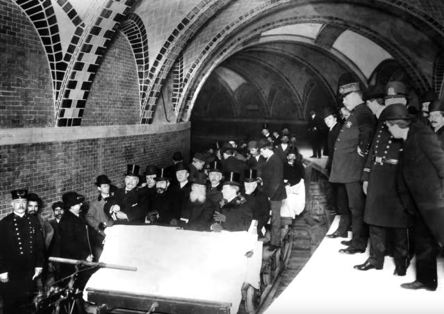 """""""Pneumotranzyt"""" – podziemny tunel dla pociągówpneumatycznych 9"""