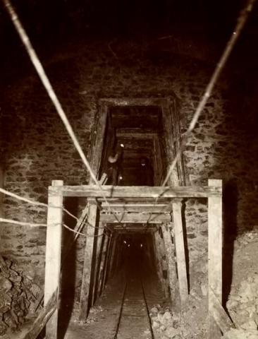 """""""Pneumotranzyt"""" – podziemny tunel dla pociągówpneumatycznych 11"""